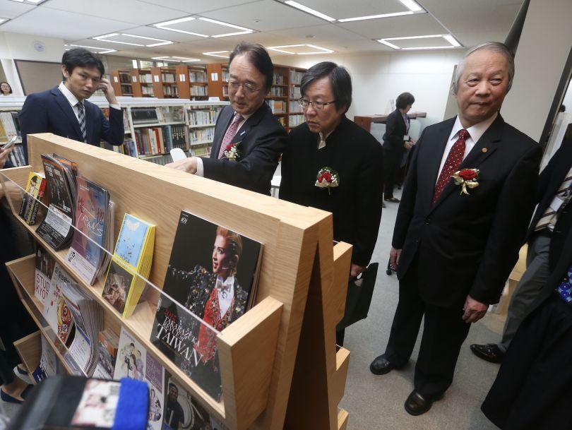TJRA Chairman Chiou I-jen (second right) and JTEA Chief Representative Mikio Numata (second left).
