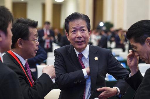 照片中央是日本公明黨黨魁山口那津男(圖片來源:美聯社)
