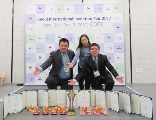 台灣參展團參加今(2017)年韓國首爾國際發明展,共獲得33金40銀27銅及7個特別獎。圖為遠東科大代表團。