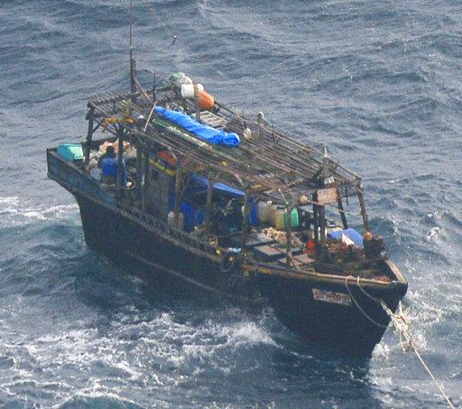 北韓簡陋木船(圖片來源:美聯社)