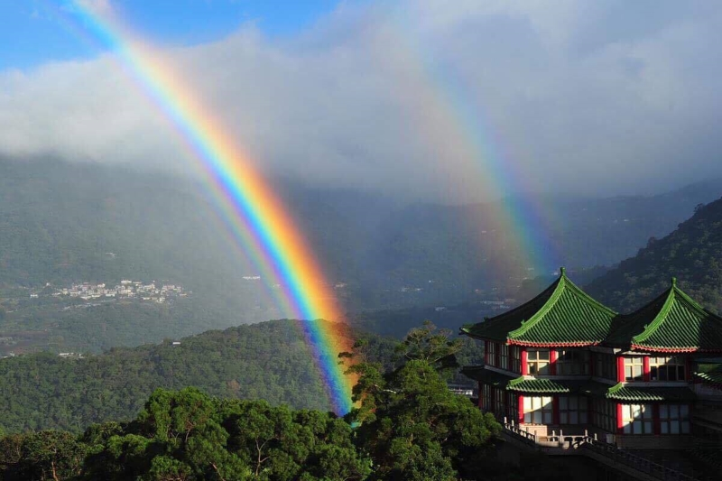 There were actually two rainbows.(CCU, Taipei, Taiwan)