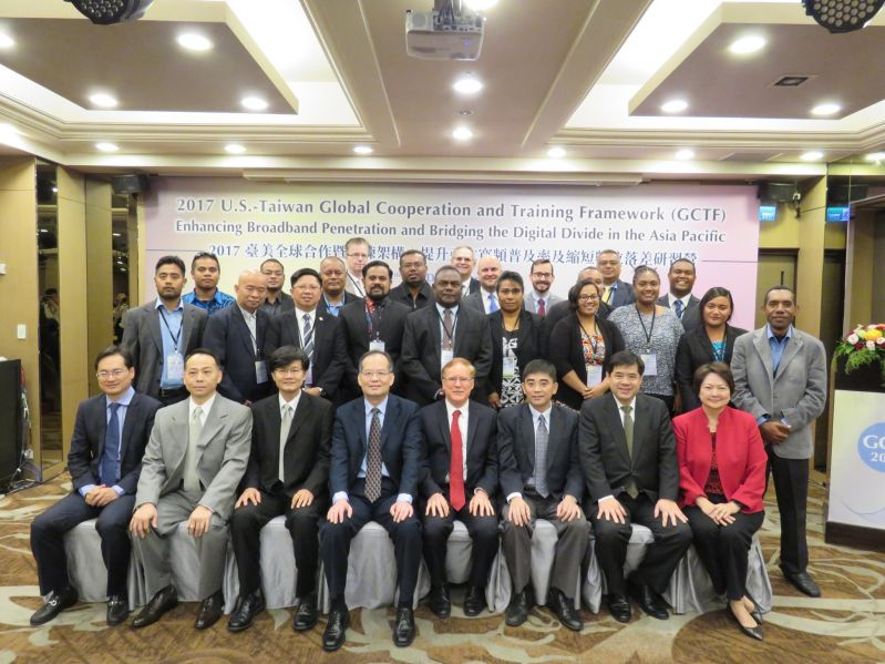 MOFA Deputy Minister Paul Wen-liang Chang (front, fourth left), AIT Acting Director Robert Forden (front, fifth left) and local and international expe