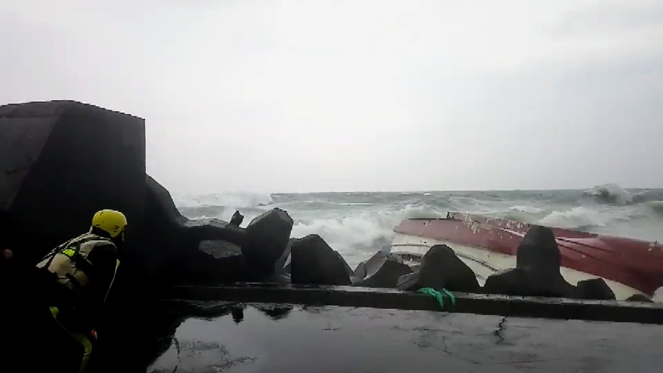 Vessel overturns outside of Ruifang.