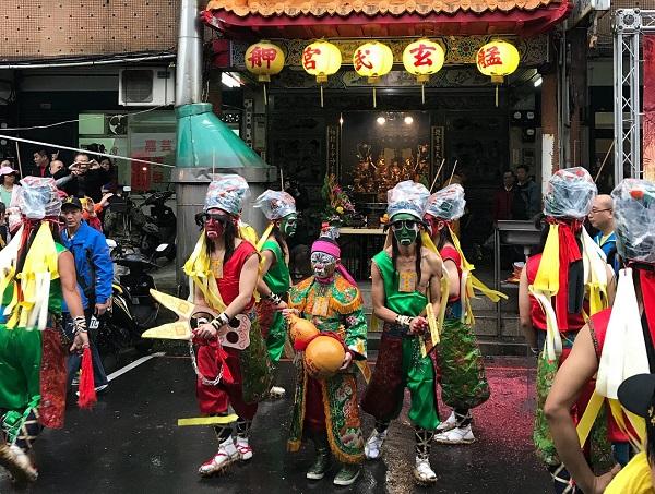 艋舺青山宮大拜拜(鄧佩儒 攝/台灣英文新聞)