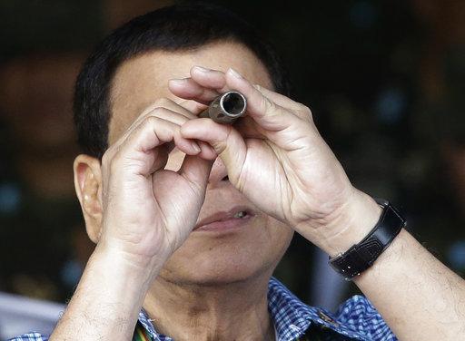 當菲律賓總統杜特蒂(Rodrigo Duterte)被問到是否會擴大戒嚴令至全國範圍時,他表示,「所有選項都有可能。」(圖片來源:AP)