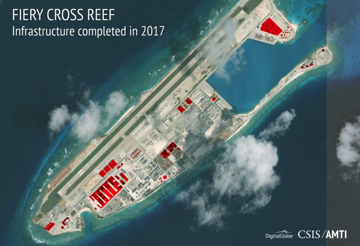 美智庫報告指中國持續在南海諸島進行軍事建設及部屬,圖為永暑礁衛星空照(照片截取自亞洲海事透明倡議 AMTI/CSIS)