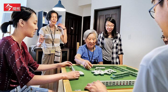 由陽明老人公寓先行,提供中國文化大學學生以低於宿舍行情入住,但每個月要陪伴長者20小時。