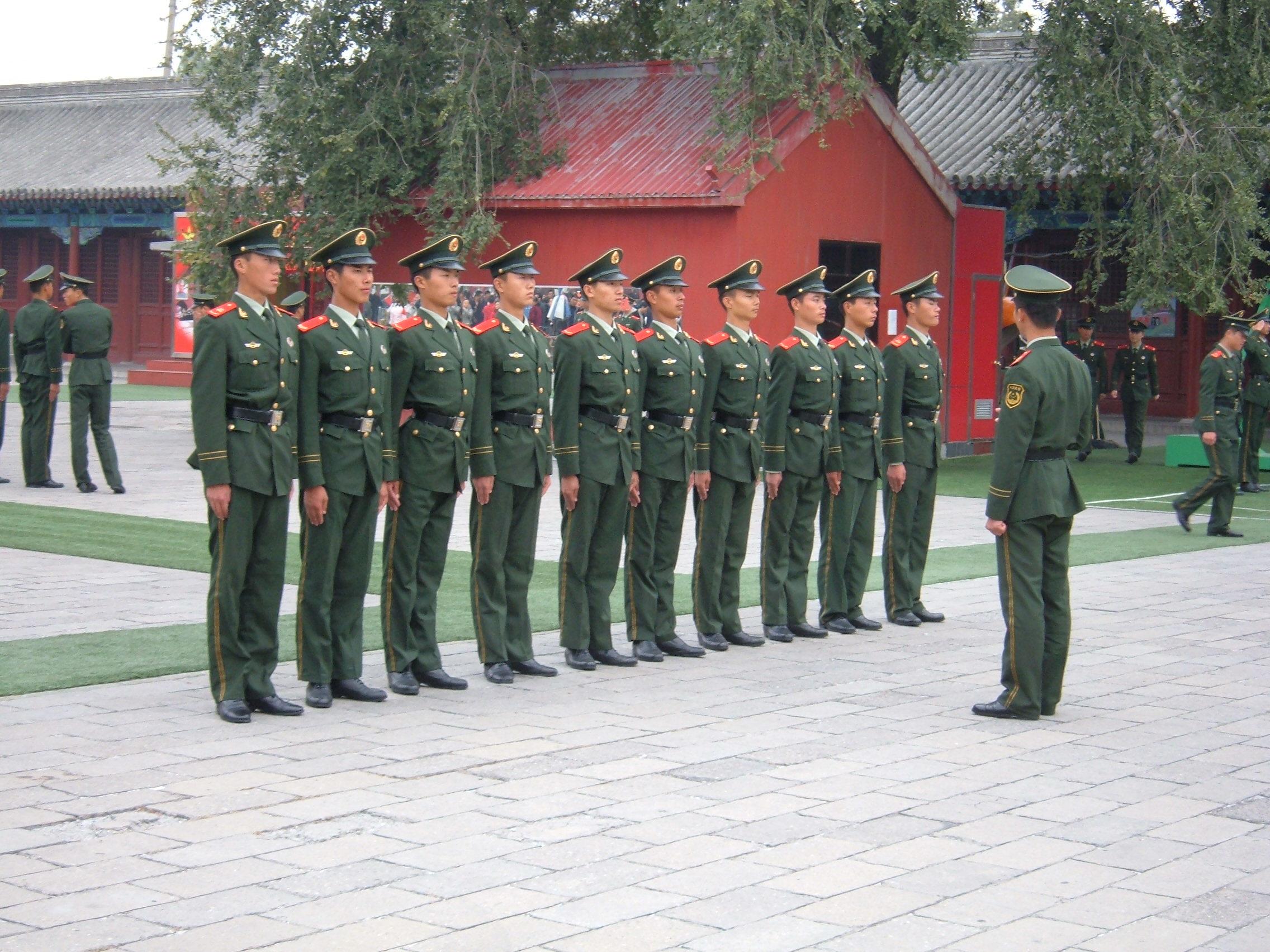 中國廣東陸豐市法院在上千名群眾面前判處10人死刑,多數是與毒品有關的罪刑,並立刻執行死刑。