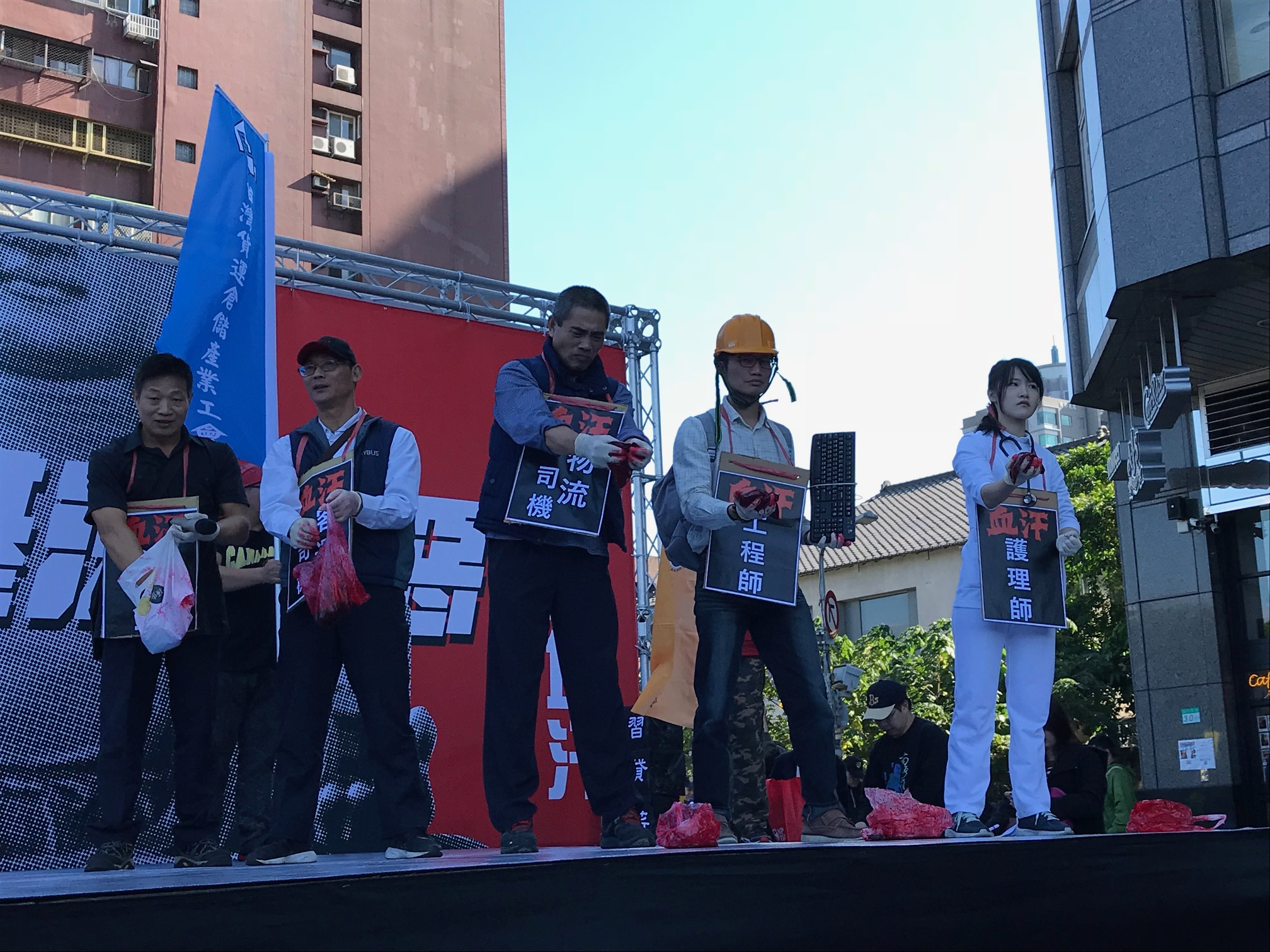 勞團再發反勞基法修法遊行 萬人高喊「拒絕過勞、退回惡法」