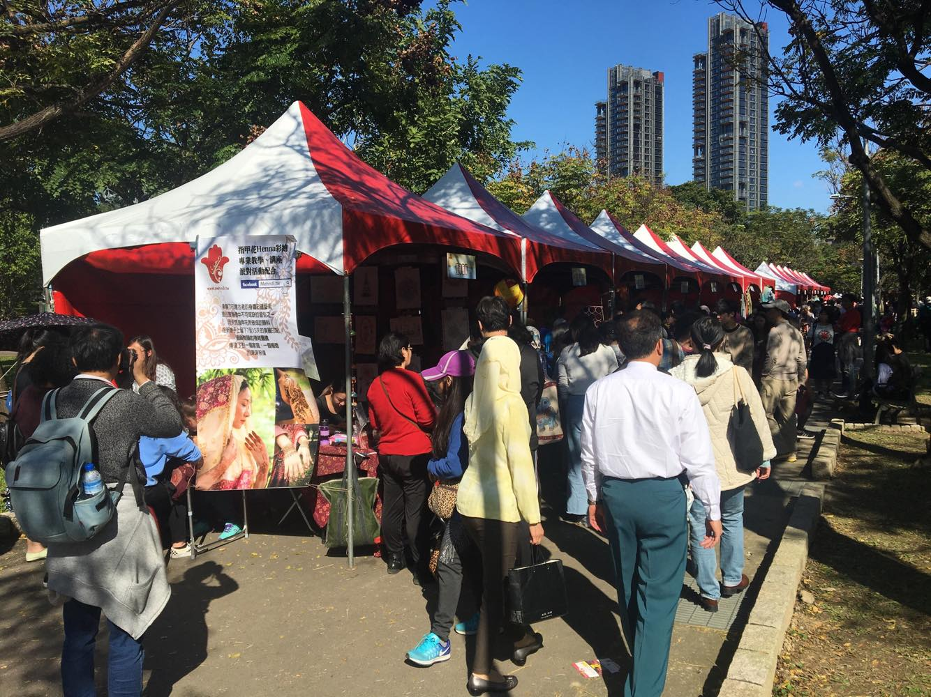 Islamic Market draws large crowds to Taipei's Daan Forest Park