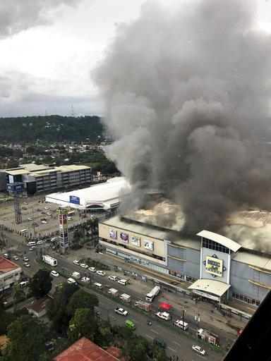 菲律賓納卯市商場大火 受困37人恐罹難