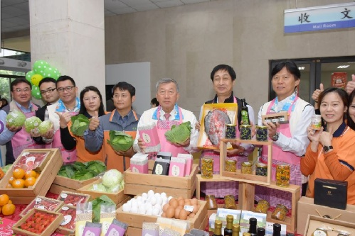 今(12/25)日在新竹縣政府大廳舉辦食材地產地銷記者會。 (翻攝 新竹縣政府官網)