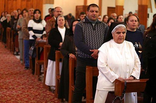 在IS離開後,24日是該地基督徒3年來第一次慶祝平安夜與聖誕節,大家為重回教堂與慶祝耶誕做準備。(圖片來源:AP)