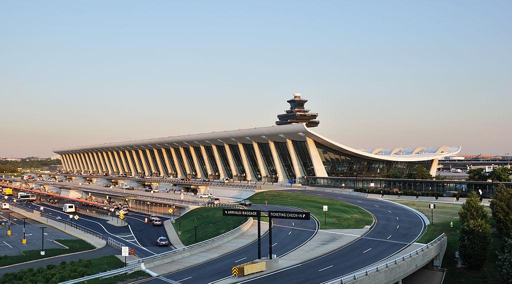 照片出包!外交部「新護照」誤用美國機場照片