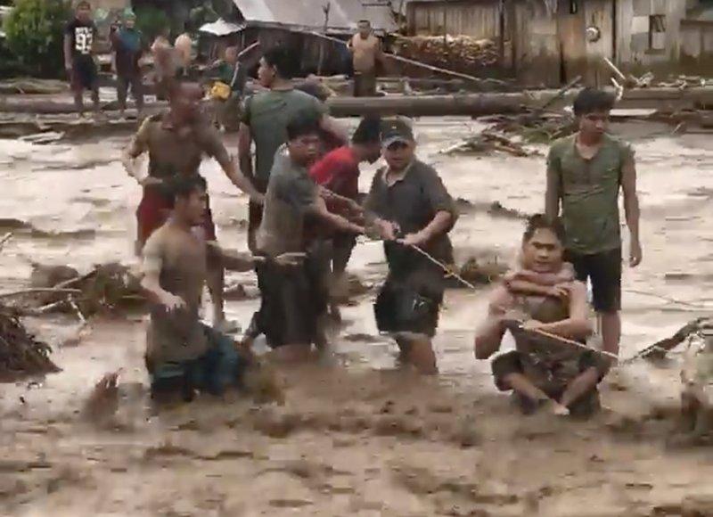 強颱「天秤」重創菲律賓的民答那峨島南部,上千人傷亡,莎琳僅為其中之一。 (美聯社)
