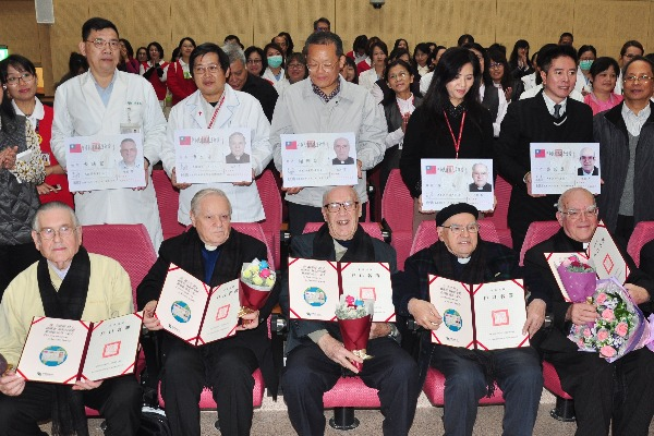 6 priests and monks were presented Taiwanese citizenship for their devotions in Taiwan