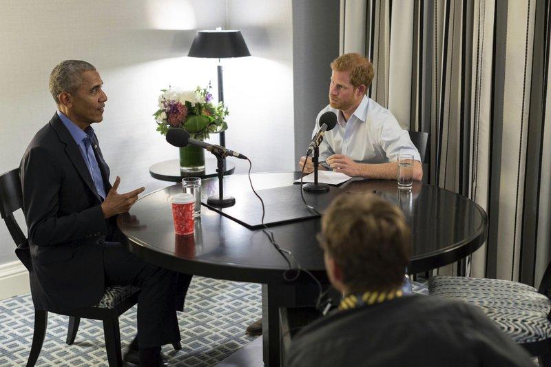美國前總統歐巴馬與英國哈利王子罕見地一同錄製廣播節目。 (美聯社)