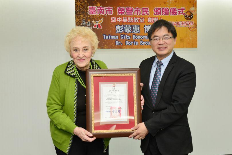 Doris Brougham receives Tainan City Honorary Citizenship Award