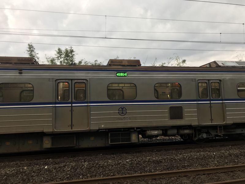 台鐵區間車撞行人 影響逾5000旅客