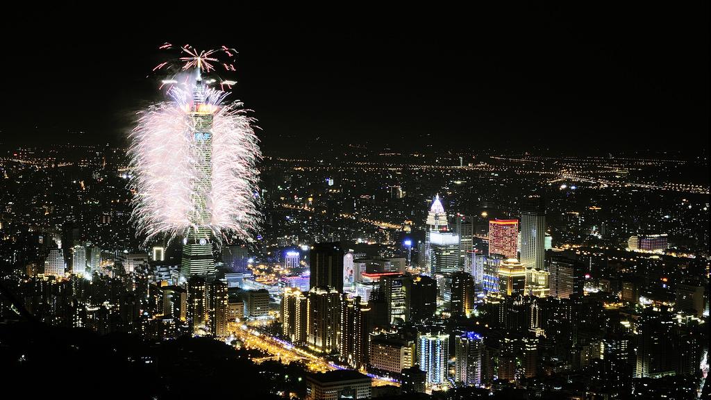 Taipei 101 fireworks. (Flickr user - Sinchen.Lin)