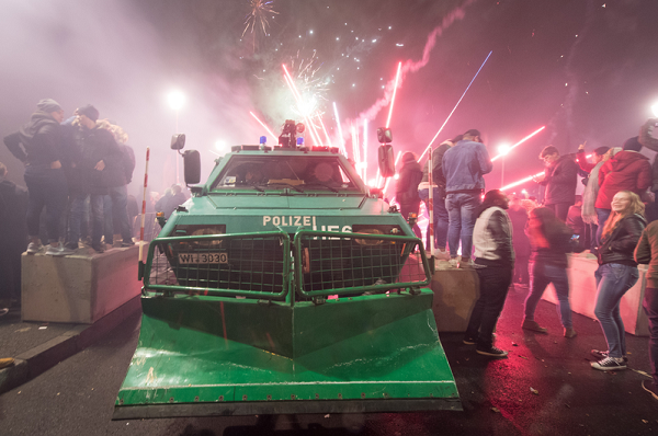 A police truck clears revelers from the streets of Frankfurt, Germany on New Year's Day. (Image: Boris Roessler/dpa)