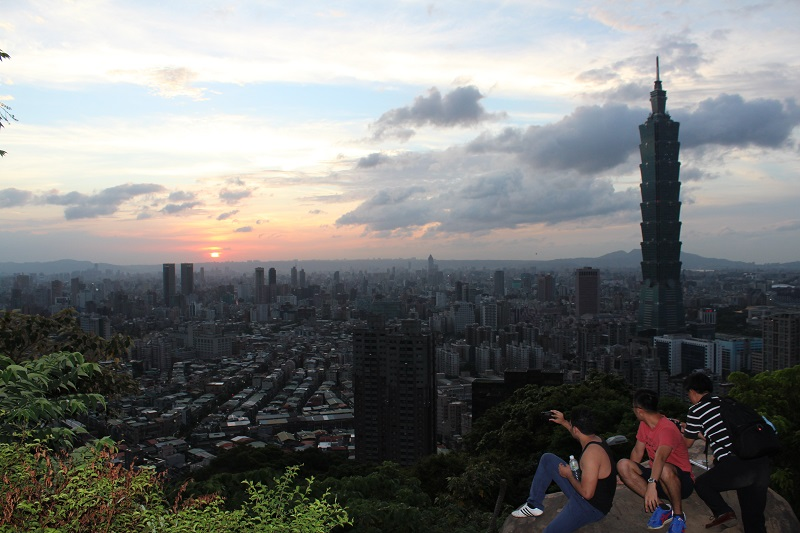 The GEO has recommended 10 spots for hiking and appreciating the beautiful sunset sceneries in Taipei. (photo courtesy of GEO)