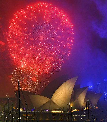 2018新年紐澳首報到!彩虹瀑布煙火耀雪梨夜空