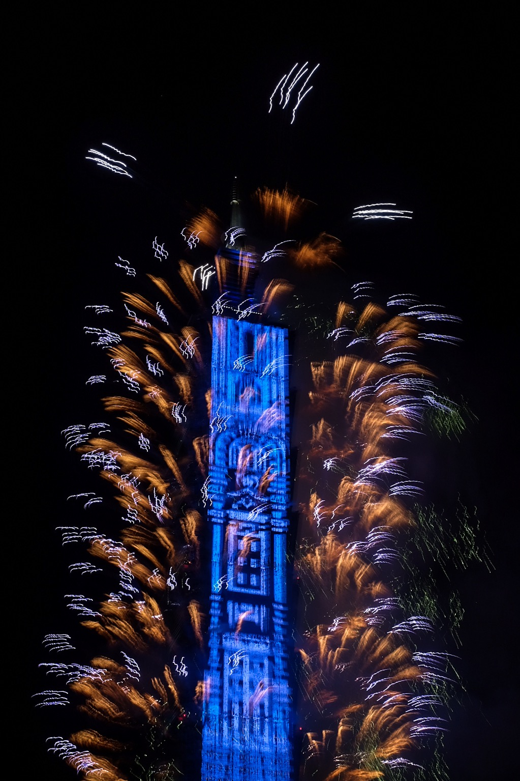 HAPPY NEW YEAR! Taipei 101 welcomes 2018 with magnificent fireworks and LED light show