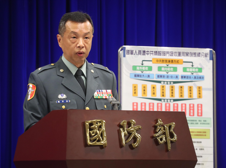 Military spokesman Chen Chung-ji explaining the latest spy investigation.