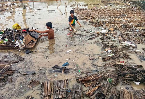 新的一年才剛開始,菲律賓又迎來熱帶性低氣壓「阿加頓」,釀成嚴重災情。 (翻攝 Philstar新聞畫面)