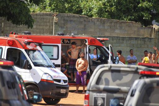 救護車抵達暴動現場(圖片來源:美聯社)