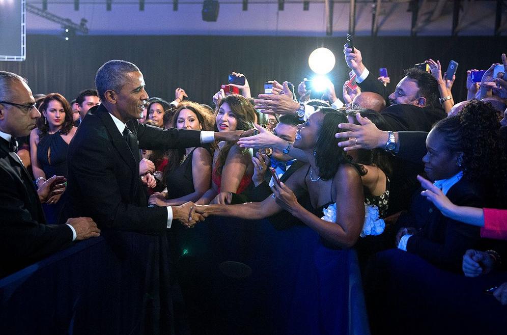 提到前總統歐巴馬(Barack Obama)的退休生活,十分愜意卻獨特,部份因為他有位十分獨特的繼任者。(截圖自Obama Twitter