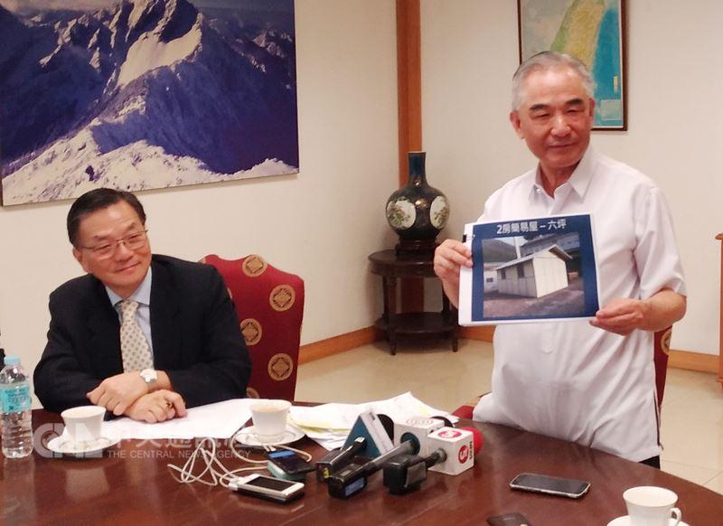 台灣駐菲代表林松煥(右)8日在記者會上宣布,台灣政府與慈濟基金會共同為菲國馬拉韋市相關人道援助。