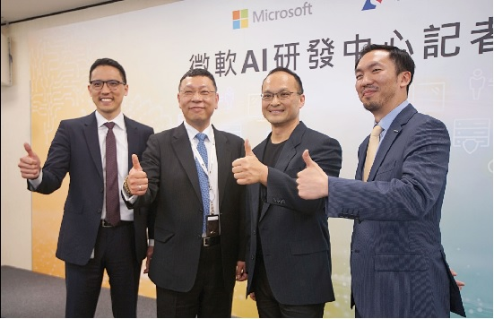 微軟10日宣布在台成立微軟AI研發中心。左起依序為孫 基康、張仁炯、古卓倫、趙質忠。中央社