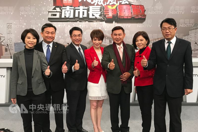 Lee Chun-yi (third from right) with the other DPP primary hopefuls for Tainan City mayor at a TV debate with host (center).