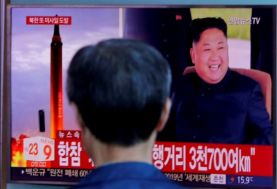 圖為2017年9月南韓街頭播放的新聞畫面。美聯社