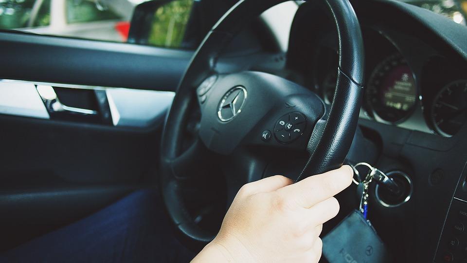 結合整體人類活動、電腦與即時狀況,加上技術發展和道路法規與交通條例修改,自駕車的前景是可以預期的。(圖片來源:Pixabay)
