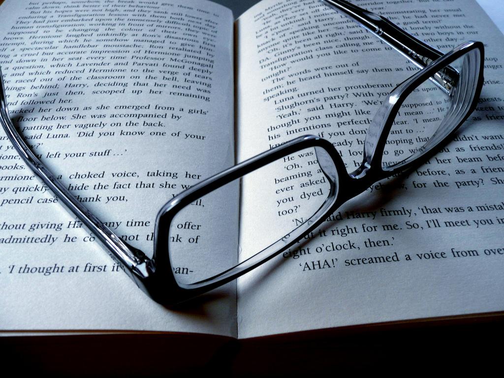 Charlie Munger曾說過一句話,「在我一生中,沒遇過哪位有智慧的人,不是無時無刻都在閱讀的。」(圖片來源:Flickr)