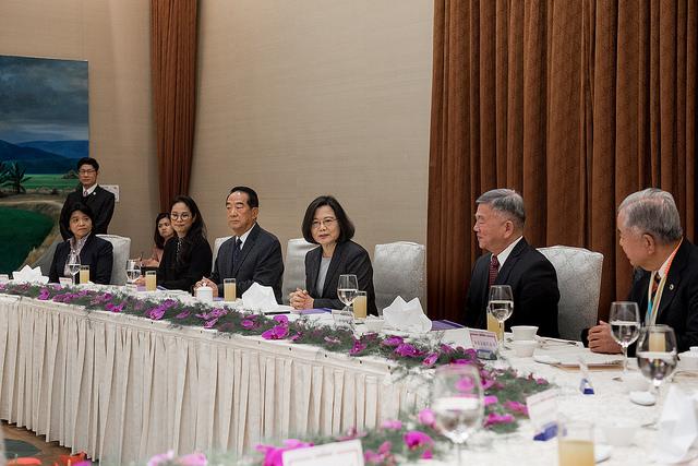 總統蔡英文午宴我國APEC出席代表(照片來源:總統府提供)