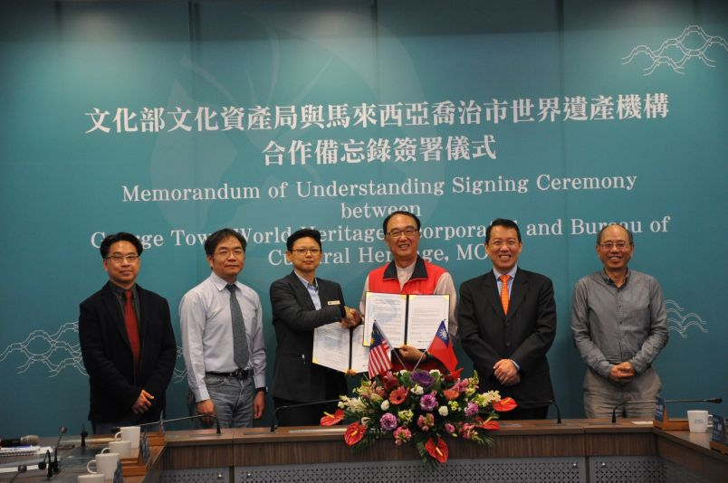 Signing ceremony for the Taiwan-Malaysia memorandum of understanding.