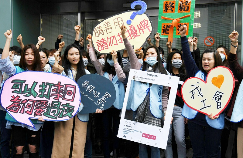 Flight attendants of Taiwanese airline EVA Airways on Sunday stage a sit-in protest