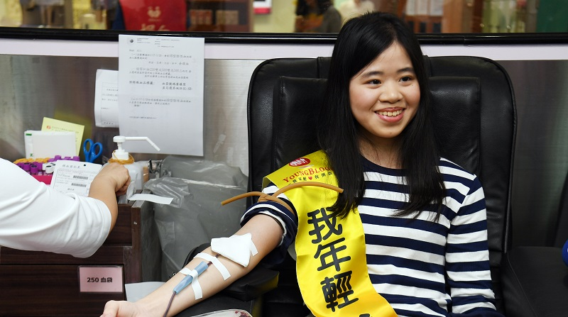 Chung Chia-ling (鍾佳凌) is making her 14th blood donation