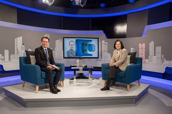 President Tsai Ing-wen gives an interview with SET iNEWS Channel (Photo courtesy of the Presidential Office)