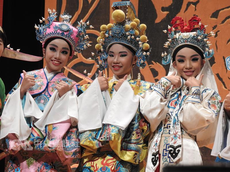 Students performed Ke-Tse opera in New Taipei City