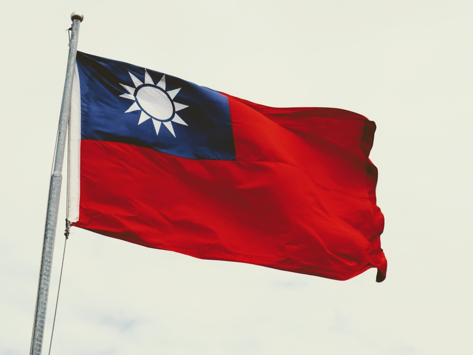 The mysterious removal of the Taiwan flag on U.S. websites despite inquiry continues.