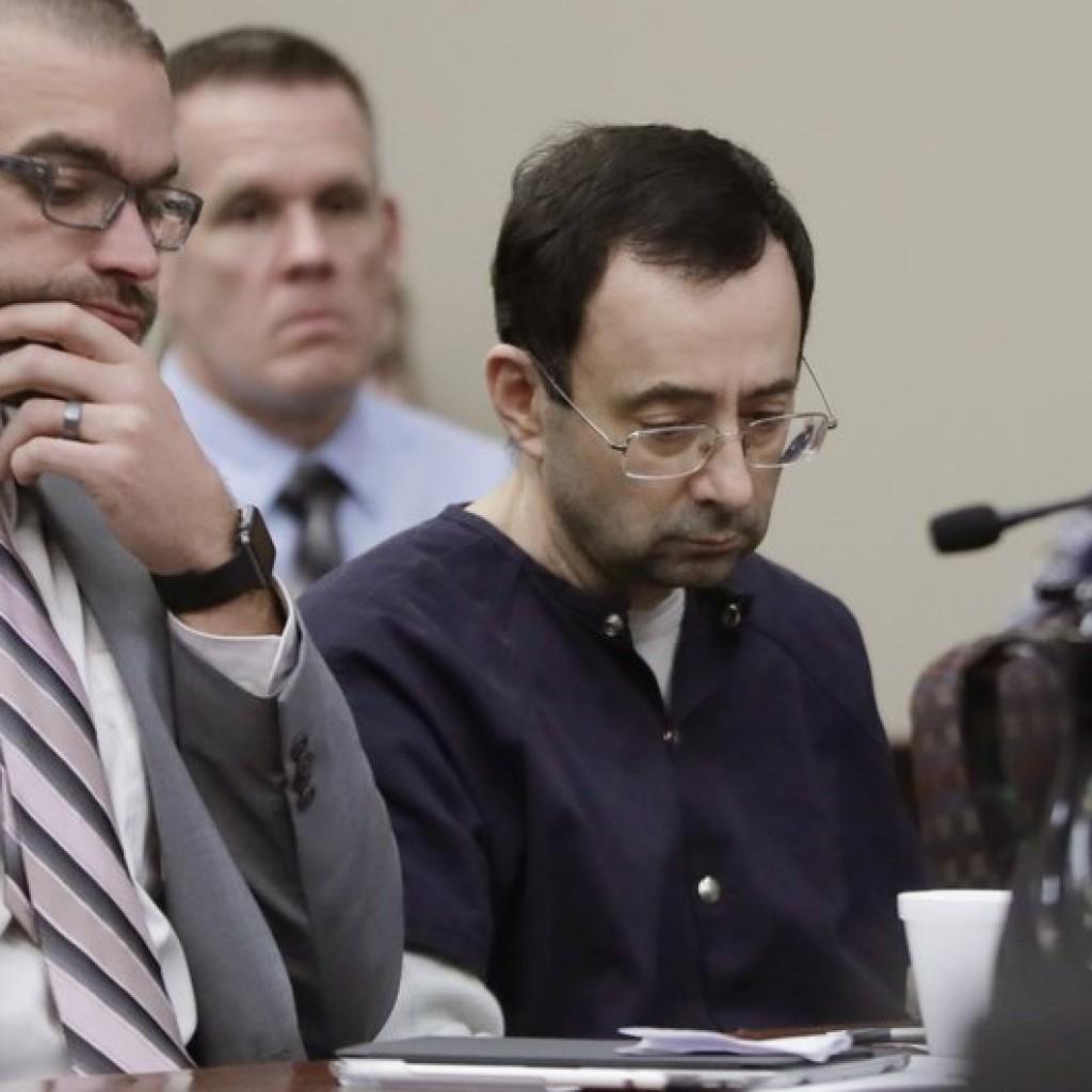 美國現年54歲的醫生納沙(Larry Nassar),性侵上百位體操女選手,昨日在法院審判時,神情落寞。 (美聯社)