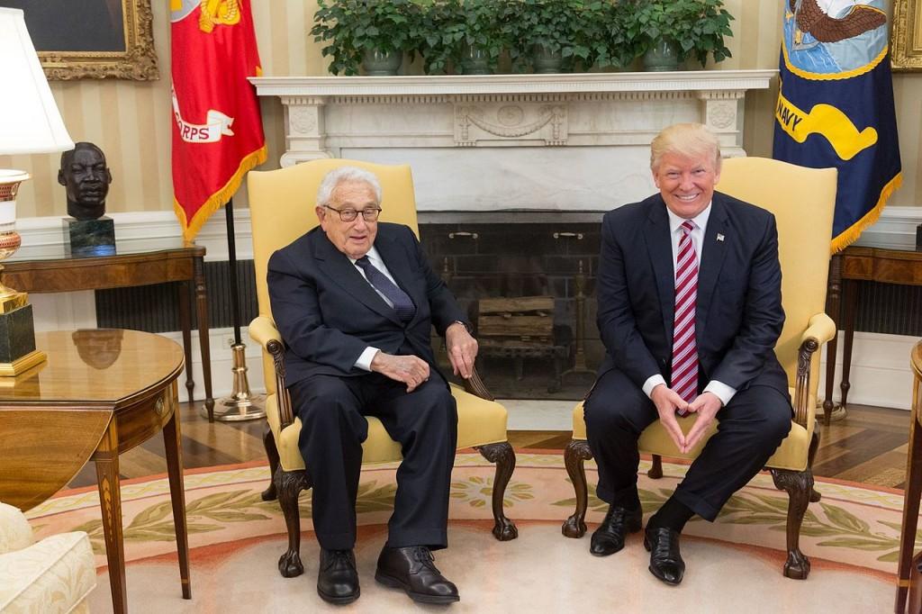 圖為2017年5月10日美總統川普會見前美國國務卿季辛吉(Henry Kissinger)