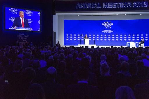 美國總統川普26日在瑞士的「世界經濟論壇」上,對美國重新加入「跨太平洋夥伴協定」(TPP)一事抱持開放態度。(圖片來源:AP)