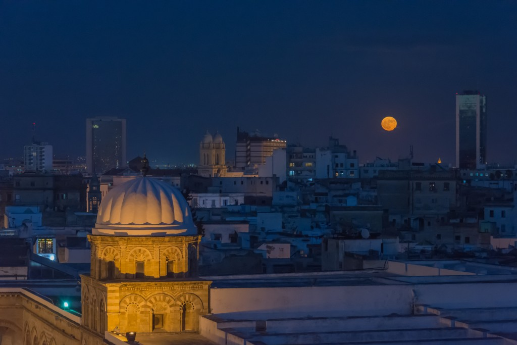 下週三31日的夜晚,天空將出現逾150年來的天文奇景:超級月亮、月全食與俗稱的藍月合體。