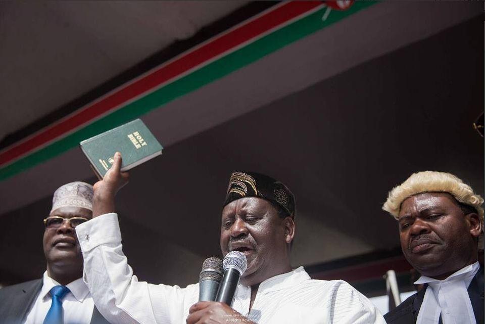 Odinga手持聖經,對支持者進行演説(圖片來源:「國家超級聯盟」推特)
